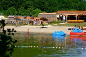 Camping in de Dordogne vlakbij dorpje