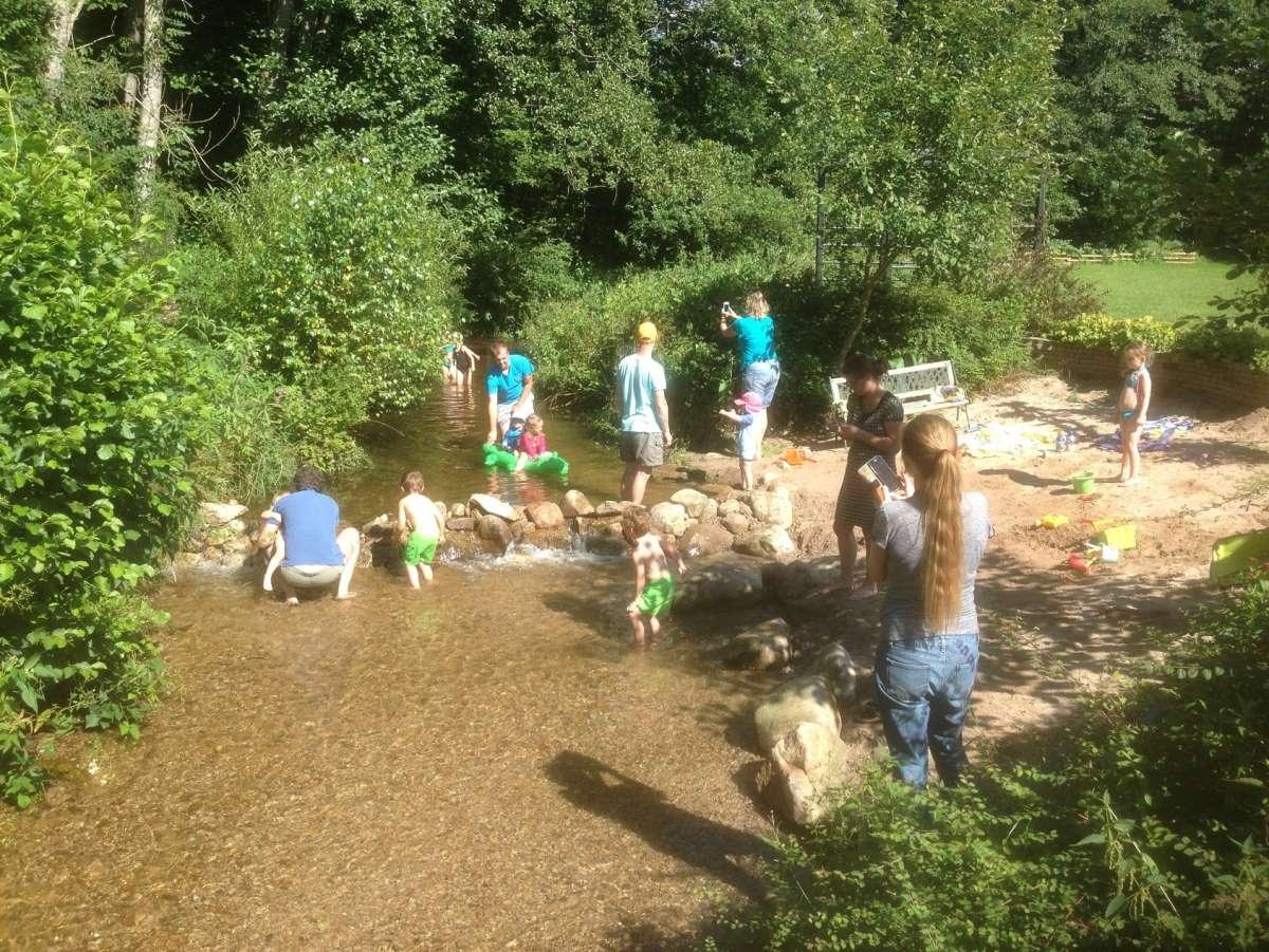 Camping aan rivier in de Vogezen