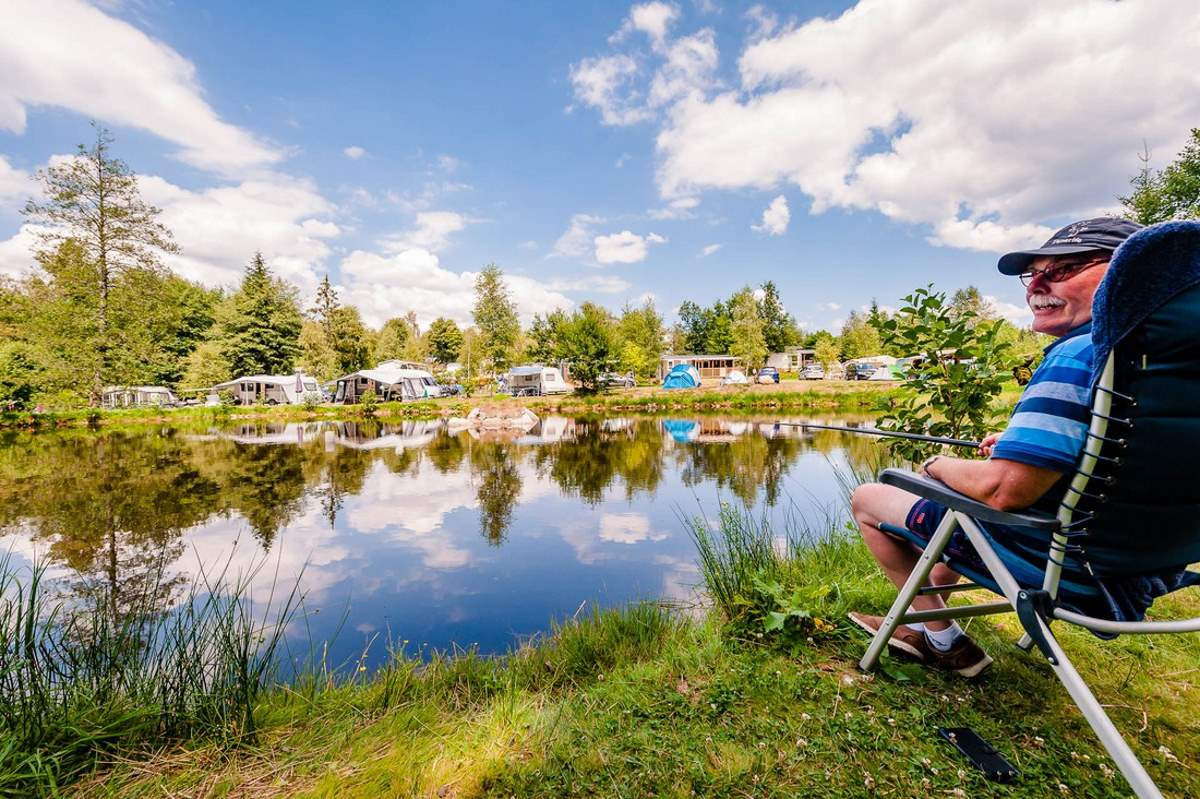 Camping met vismeertje en verwarmd zwembad in noord frankrijk