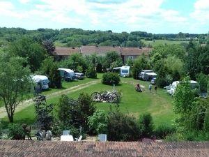 Kleine camping in Oost Frankrijk met Nederlandse eigenaren