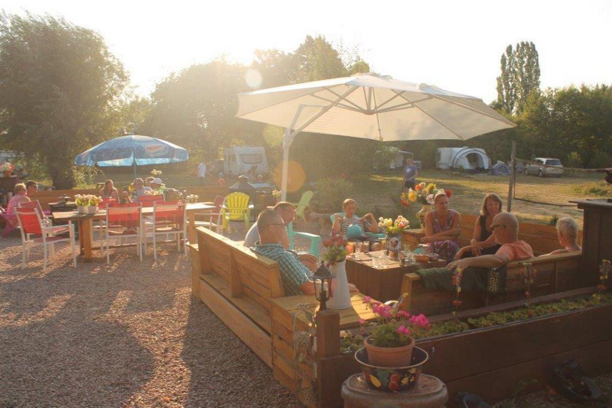Kleine camping met zwembad en restaurant in de Auvergne