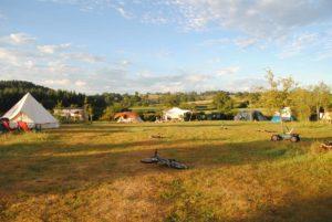 Goedkope ingerichte tenten bij Nederlanders in Frankrijk
