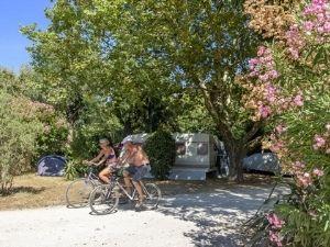 3 sterren camping aan de cote d'azur midden in een leuk dorp